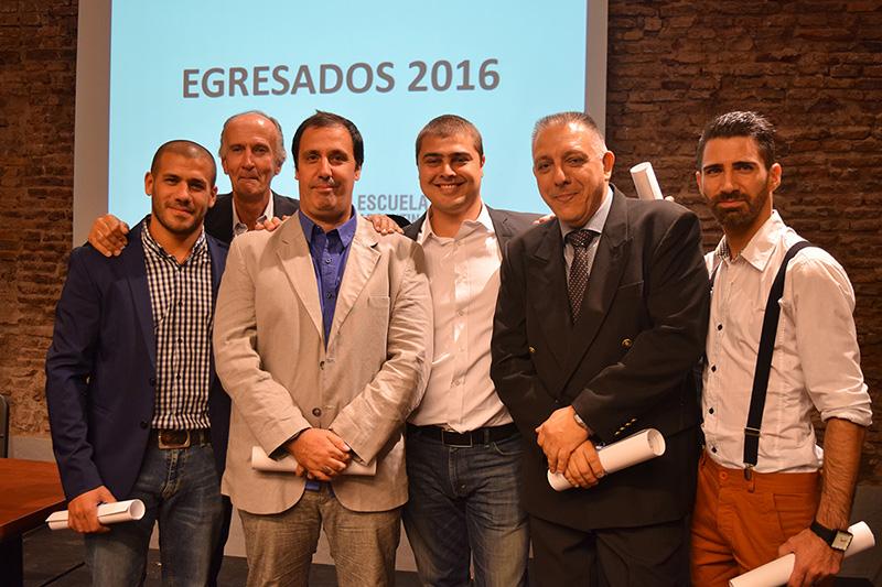 Entrega de diplomas egresados 2016 ead escuela for Escuela argentina de diseno